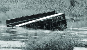 •THE Samfya pontoon on Chambeshi River sunk in the river together with an Isuzu truck, while crossing from Kasama to Shiwangándu District.Picture by JONATHAN MUKUKA-ZANIS