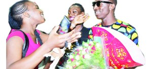 • Macky 2, who was scheduled to arrive around 15:00 hours missed his initial flight and was put on an evening flight. He was welcomed by family members, fans, Multichoice staff and fellow musicians.  Picture by SAM PHIRI