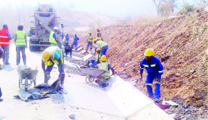 •MOTA-ENGIL workers constructing concrete drainage on the Great East Road near Luangwa Bridge. Picture by CHUSA SICHONE