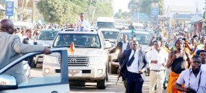 •MAZABUKA residents give President Edgar Lungu a thunderous welcome as his motorcade drives through the 'sweet-town'. This was when he visited various districts in Southern Province. Picture by EDDIE MWANALEZA/STATE HOUSE